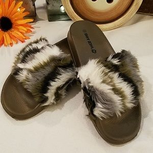 💋 Kiss Slides w/ Faux Fur
